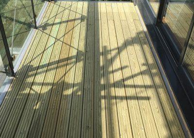 flat 98 - new decking (002)